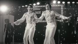 Harry Styles Berdansa dengan Bintang Fleabag di Video Baru