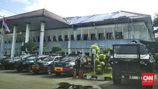 Sejumlah kendaraan taktis disipakan di PN Jaksel terkait pengamanan sidang praperadilan pimpinan eks FPI Rizieq Shihab.