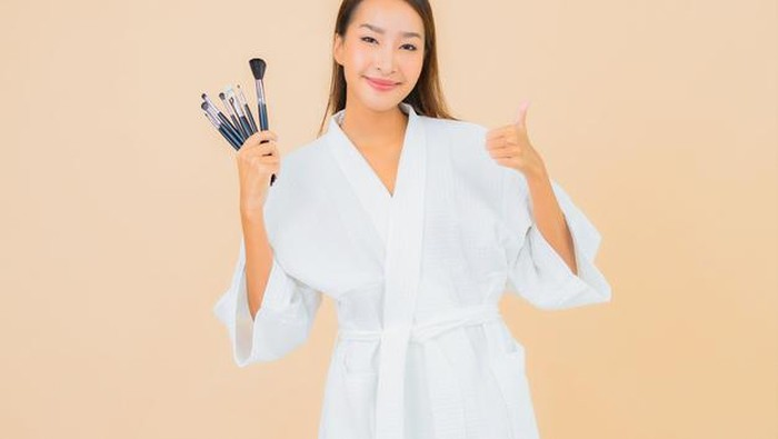 Makeup Habis? Ini Tips Memanfaatkan Makeup yang Kamu Punya