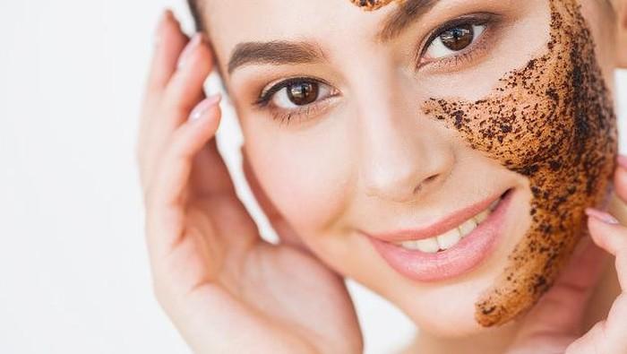 Kafein dalam Skincare Bagus untuk Hilangkan Kulit Kusam? Ini Lho Faktanya!