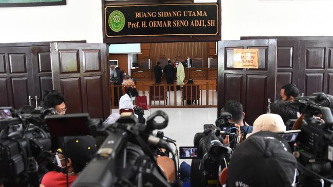 Hakim tunggal praperadilan menunda sidang praperadilan jilid II eks pentolan FPI, Rizieq Shihab hingga sepekan ke depan yakni 1 Maret 2021.