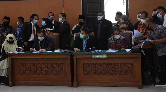 Kuasa hukum Rizieq Shihab ingin menggugat pasal KUHAP ke Mahkamah Konstitusi yang mengatur tentang hakim tunggal pemimpin sidang praperadilan.