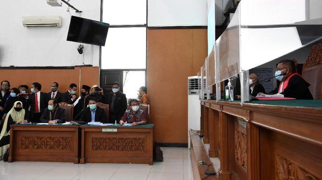 Hakim tunggal Pengadilan Negeri Jakarta Selatan, Suharno, menunda sidang perdana gugatan praperadilan Rizieq Shihab karena polisi tak hadir.
