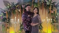 <p>Di foto terbaru, perubahan penampilan Tiwi menuai pujian nih. Istri Arsyad A Rahman ini dibilang makin cantik dan glowing lho.(Foto: Instagram @tentangtiwi)</p>