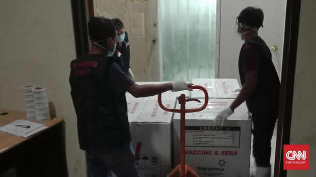 Polri menyebut pengawalan personel terhadap vaksin sudah dilakukan sejak tiba di Indonesia, tepatnya Bandara Soekarno Hatta, Tangerang, Banten.
