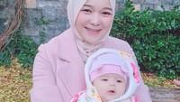"""<p>Dikutip dari <em>YouTube channel isti ve musab</em>, mereka mengabarkan siap-siap mudik ke Indonesia lho. """"Alhamdulillah, ke Indonesia secepatnya,"""" kata Musab, usai menerima email konfirmasi pengajuan visa. (Foto: Instagram @istialqadri)</p>"""