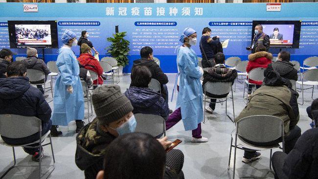China telah menyuntikkan lebih dari 1 miliar dosis vaksin corona untuk warganya, lebih sepertiga dari dosis yang diberikan di seluruh dunia.