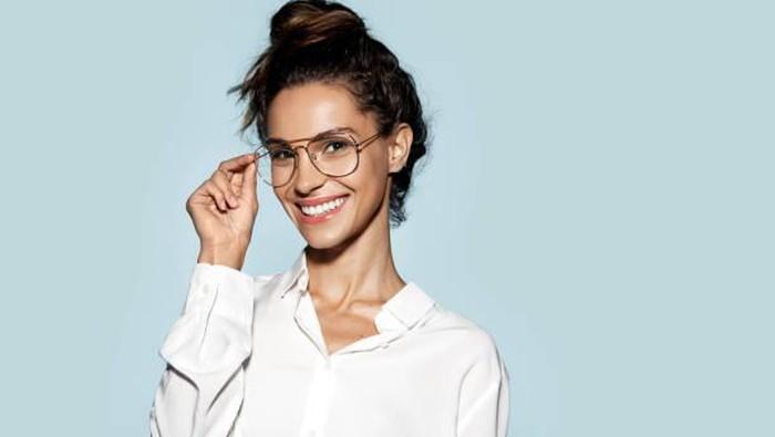 Tips Make Up untuk Kamu Si Cewek Berkacamata!