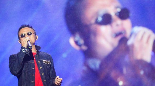 Netizen mengunggah meme Jack Ma sedang meraparasi AC dan mengklaim pemilik Alibaba Grup itu sudah ditemukan.