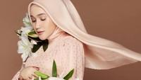 <p>Hingga akhirnya, Dini dan Hafiz bercerai pada 2018, Bunda. Sementara itu, Tasha mulai mengungkap hubungan dengan Hafiz lewat unggahan-unggahan di media sosial. (Foto: Instagram @astria_said)</p>