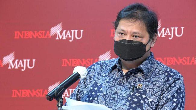 Menko Perekonomian Airlangga Hartarto mengklaim Indonesia berada di peringkat keempat sebagai negara yang paling banyak menyuntikkan vaksin virus corona.