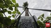 Pemprov DKI Jakarta memasang barcode di sejumlah tanaman yang ada di Jalan Sudirman-Thamrin, dengan tujuan memudahkan masyarakat mengetahui jenis pohon.