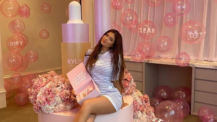 Bisnis Hand Sanitizer, Kylie Jenner Malah Dinyinyirin