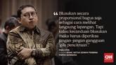 Menteri Sosial Tri Rsimaharani (Risma) mendapat sorotan usai blusukan ke sejumlah titik di Jakarta. Banyak yang mengkritik, namun tak sedikit yang membela.