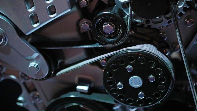 Area mesin berdecit merupakan salah satu gejala kerusakan pada fan belt alias tali kipas yang kendur dan selip.
