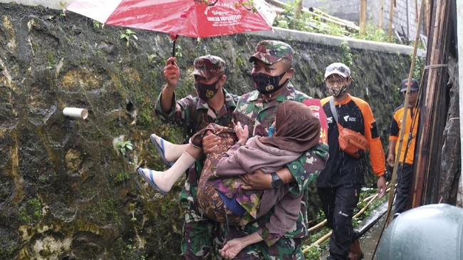 Balai Penyelidikan dan Pengembangan Teknologi Kebencanaan Geologi (BPPTKG) menyebutkan Gunung Merapi telah mengalami fase erupsi.