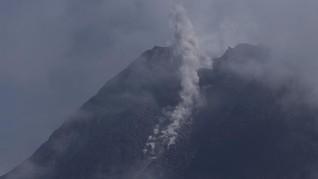 Gunung Merapi Keluarkan Awan Panas ke Hulu Kali Krasak