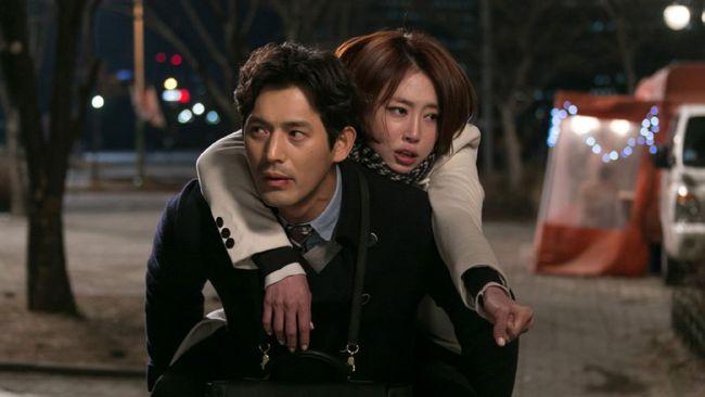 Love Clinic merupakan film romantis komedi asal Korea Selatan yang menunjukkan permasalahan dalam kehidupan malam suami istri.