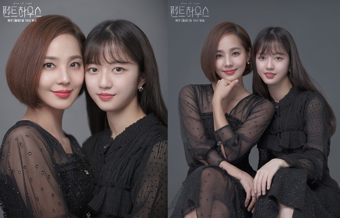 Warna senada kembali menjadi pilihan untuk potret keluarga. Dengan mengenakan dress hitam dan lipstik merah, mereka menunjukkan kedekatan dengan pose menempelkan kepala satu sama lain.Sumber/Instagram/sbsdrama.official.