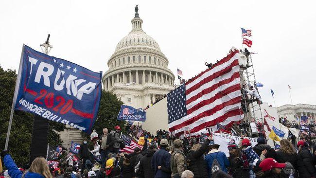 KBRI Washington mengimbau seluruh WNI untuk mematuhi jam malam yang diberlakukan sebagai imbas kerusuhan pendukung Presiden Donald Trump di Capitol Hill.