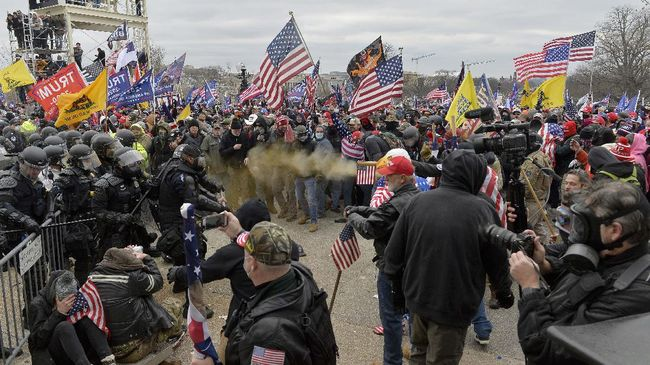 Pengusaha AS mengutuk kerusuhan di Gedung Capitol Hill. Mereka meminta peralihan kekuasan dari Trump ke Biden berlangsung damai.