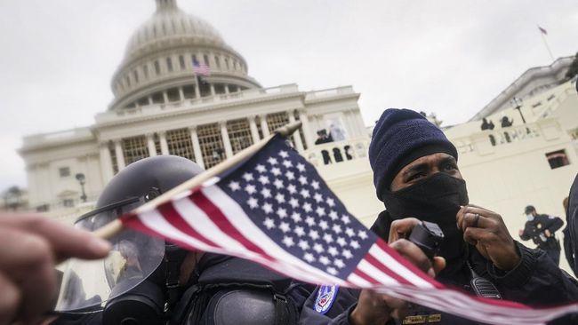 Salah satu terdakwa kerusuhan di gedung Kongres AS, Thomas Caldwell, disebut pernah bekerja untuk FBI.