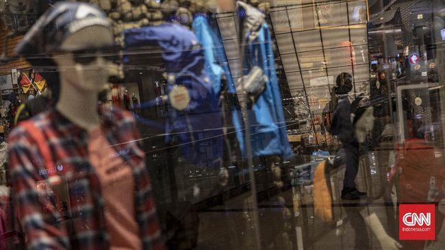 Jumlah personel Satpol PP Bandung yang mengawasi pusat perbelanjaan ditambah jelang lebaran, sanksi juga menanti pengelola mal yang abai membiarkan kerumunan.
