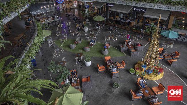 Sejumlah pusat perbelanjaan modern di DKI Jakarta masih sepi pengunjung pada hari kedua lebaran, Jumat (14/5)