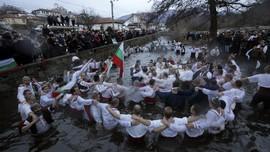 FOTO: Perayaan Epifani di Bulgaria saat Pandemi