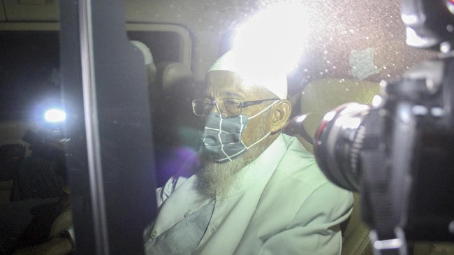 Pemimpin Majelis Mujahidin Indonesia, Abu Bakar Ba'asyir bebas murni usai menuntaskan pidana 15 tahun terkait kasus terorisme.
