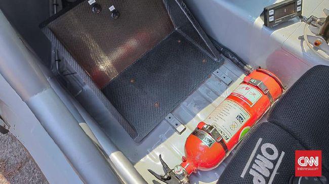 Produsen mobil di Indonesia sudah melengkapi mobil baru dengan Alat Pemadam Kebakaran Ringan (APAR) mulai tahun ini.