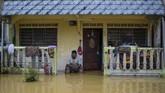 Hujan deras yang melanda Malaysia dalam beberapa hari terakhir merendam empat negara bagian: Johor, Pahang, Perak, Selangor, dan Terengganu.