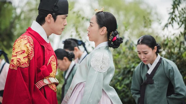 Sinopsis Drama Korea Mr. Queen Episode 11