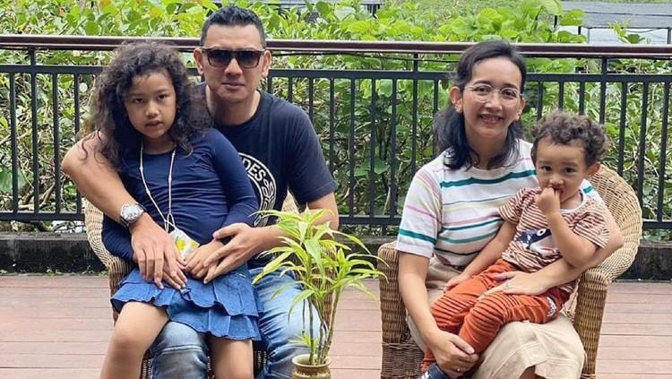 GKR Bendara bersama suami dan kedua anak