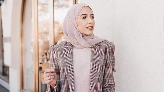 Inspirasi Outfit Office Look 2021 untuk Para Hijabers, Fresh dan Stunning