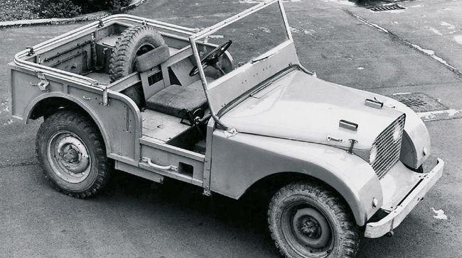 Mengulas sejarah Land Rover Defender asal Inggris yang menempati penggemar otomotif dunia meski sudah tutup usia.