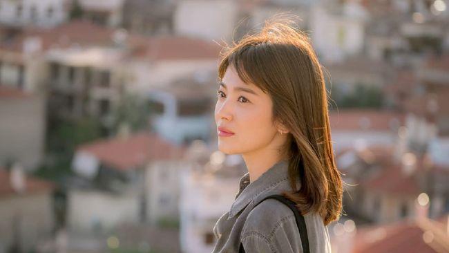 Song Hye-kyo mengaku khawatir ketika hendak membintangi The Glory karena ini merupakan kali pertama ia berkesempatan memainkan genre drama Korea terbarunya itu.