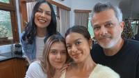 <p>Setelah Sophia Latjuba dan Michael bercerai pada 2011, Eva Celia dan Manuella lebih sering tinggal bersama ibunda. (Foto: Instagram @evacelia)</p>