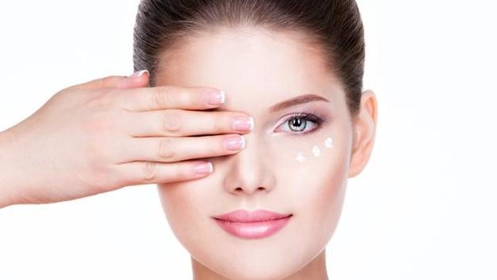 6 Kesalahan Pemakaian Eye Cream Menjadi Tidak Optimal
