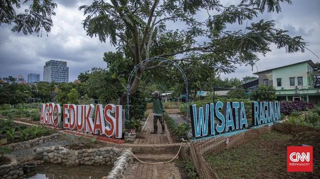Kawasan Agro Edukasi Wisata Ragunan bisa menjadi salah satu pilihan berpelesir sejenak di Jakarta.