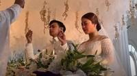 <p>Keduanya melangsungkan pemberkatan pernikahan pada Sabtu (9/1/2021) sekitar pukul 10.00 WIB. (Foto: YouTube Felicya Angellista)</p>