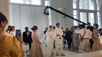 <p>Dalam acara tersebut, Caesar nampak gagah dengan setelan jas dan kemeja serba putih. Sementara Felicya nampak cantik dan anggun dalam balutan gaun putih dan veil panjang. (Foto: YouTube Felicya Angellista)</p>