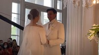 <p>Momen keduanya saat mengucapkan janji pernikahan, manis dan penuh haru sekali ya, Bunda. (Foto: YouTube Felicya Angellista)</p>