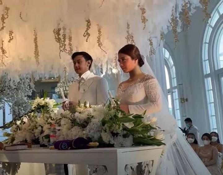 Selamat menjadi pengantin baru ya Hito dan Felicya. (Foto: YouTube Felicya Angellista)