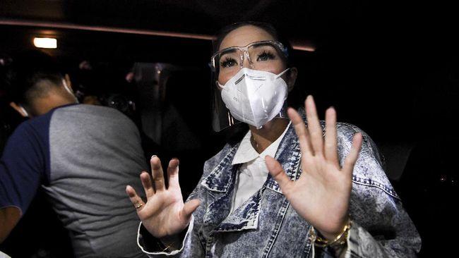 Gisel Anastasia mengungkapkan hubungannya dengan Michael Yukinobu De Fretes saat ini usai kasus video syur yang menyeret keduanya.