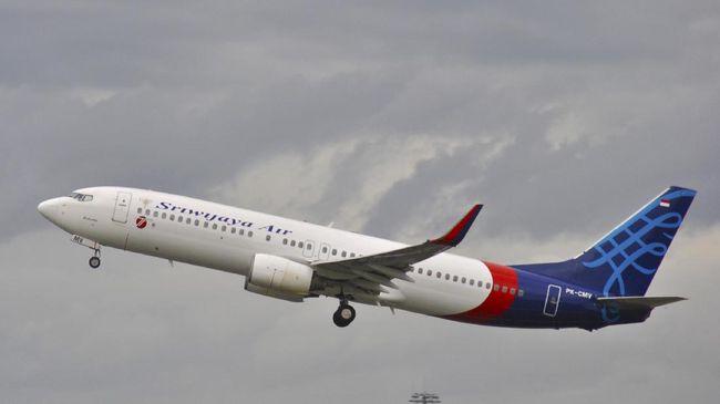 Pengamat Penerbangan Alvin Lie memperkirakan pesawat Sriwijaya Air SJ 182 kehilangan ketinggian secara drastis dan bukan karena usia pesawat.