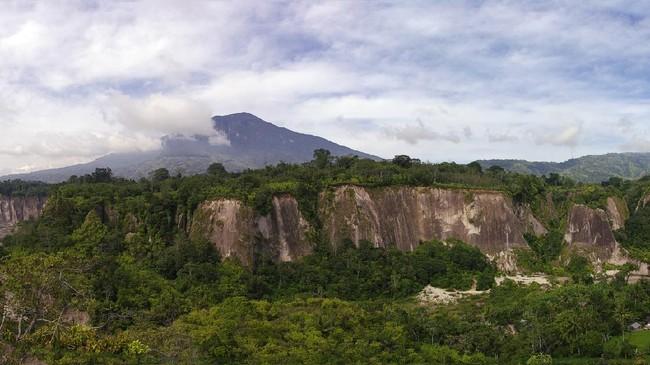 >Ngarai Sianok, Saksi Bisu Patahan Sumatra yang Rupawan
