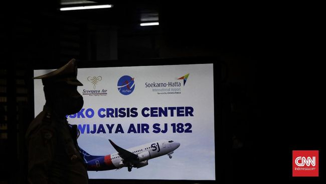 Polres Bandara Soekarno-Hatta mendirikan posko crisis center untuk melakukan pendataan terkait pencarian korban dari jatuhnya pesawat Sriwijaya Air.