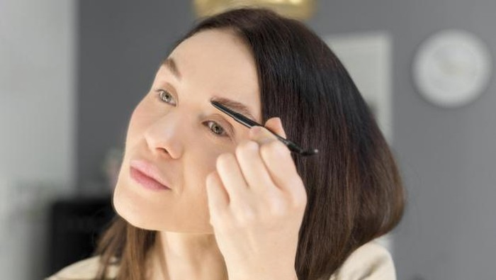 6 Rekomendasi Eyebrow 3 in 1 untuk Alis Cetar dan Tahan Lama!