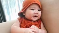 <p>5. Baby Athar juga jadi bayi yang ceria lho, Bunda. Ia kerap terlihat tersenyum dan tertawa saat akan difoto.(Foto: Instagram @@citraciki.dll)</p>